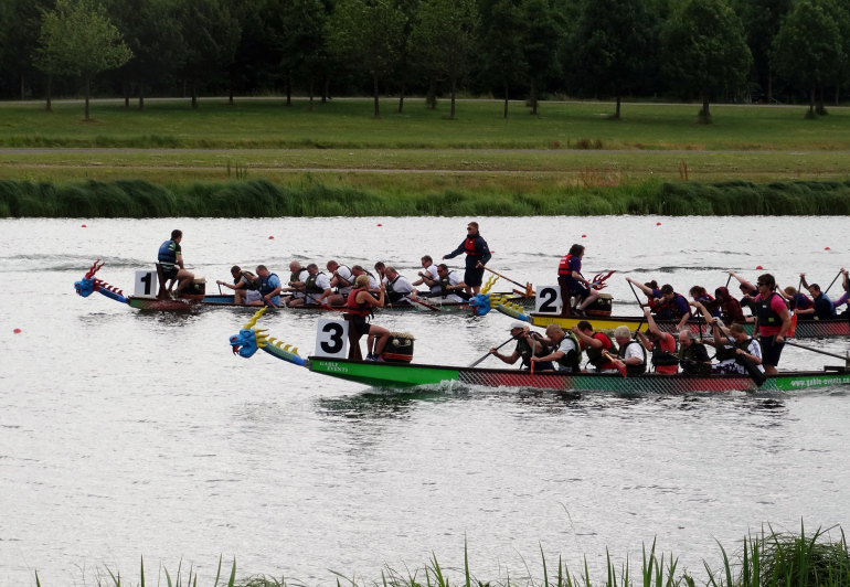 yolanda-dragon-boat-in-lane-3-racing