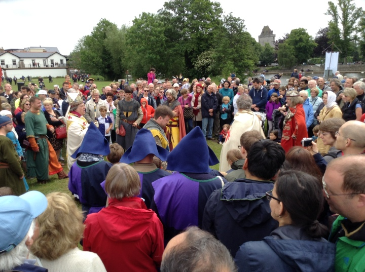 King John address the barons and the bishop