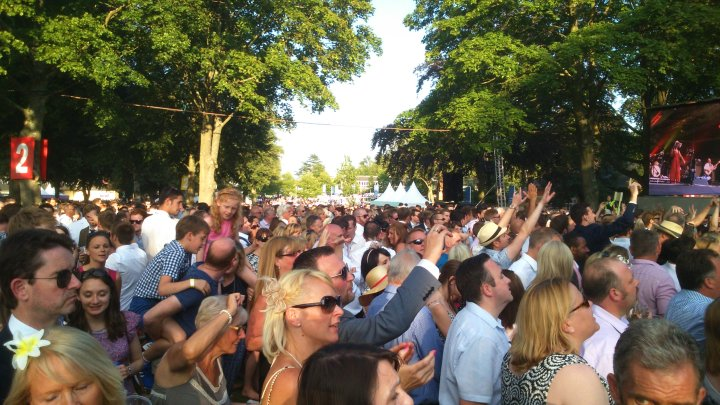 Rick Astley Ascot crowds to the left