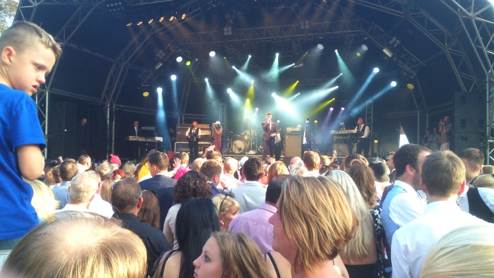 Rick Astley Ascot stage