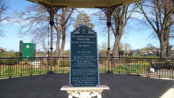 alexandra gardens bandstand plaque #queenat90