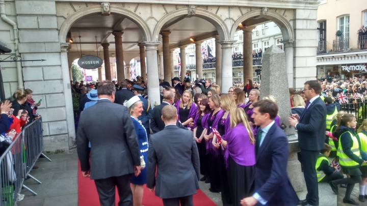 #queenat90 duke stops for chat with choir