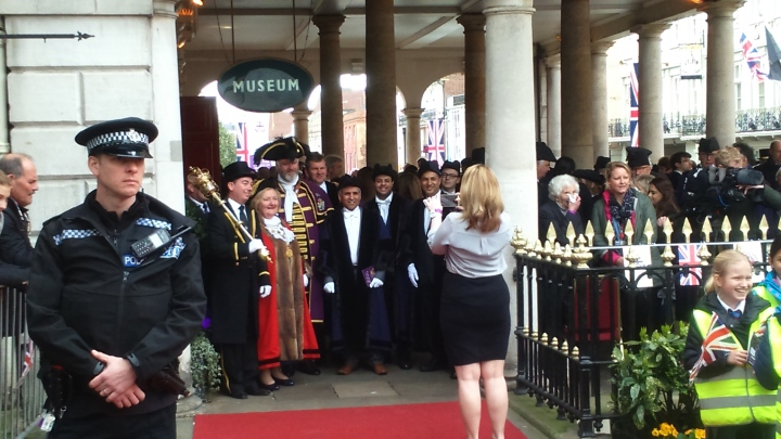 #queenat90 mayor dee quick prepares for ceremonial duties