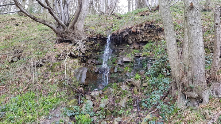 waterfall Lindley Wood reservoir